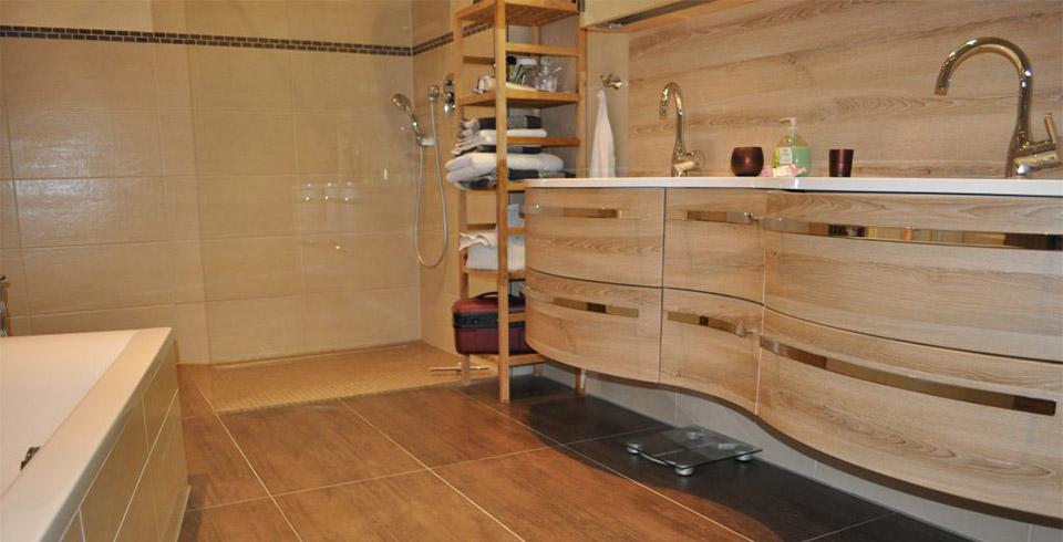 Badezimmer-Doppelwaschbecken-saniert-960x490