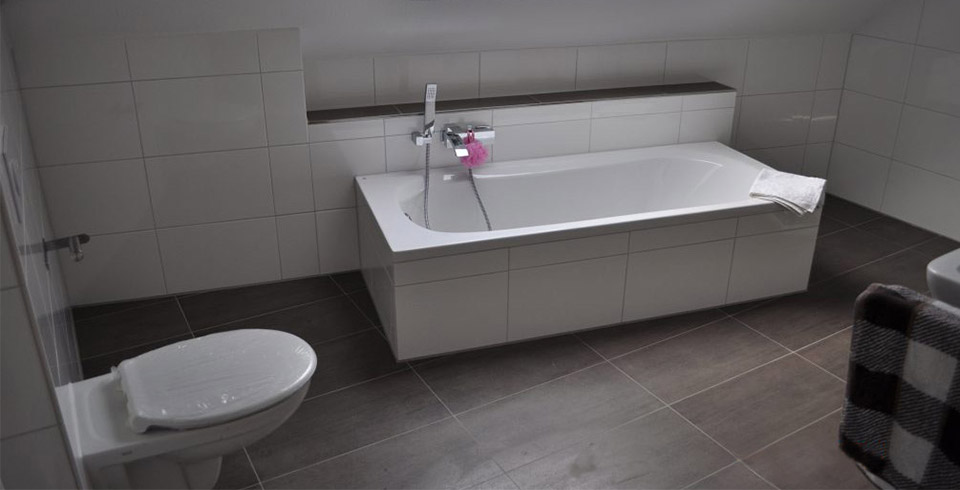 Badezimmer-Görtz-neu-grau-960x490